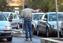 Trani – Minacciava conducenti e ausiliari del traffico. Denunciato parcheggiatore abusivo.