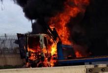 Bari – Assalto a portavalori: mezzi in fiamme e traffico in tilt