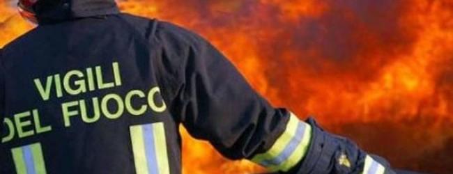 Andria – Incendio nella notte in un autoparco. Indaga la Polizia