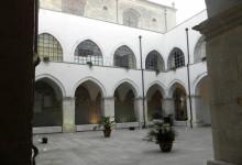 """Andria – Chiostro S. Francesco: Silvia Tolomeo presenta """"Rosa scarlatto"""""""