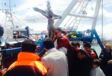 Trani – Festeggiamenti in onore del Crocifisso di Colonna: migliaia di fedeli sulla banchina del porto