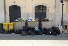 Trani – Emergenza rifiuti. Intanto l'Amiu aderisce a sciopero nazionale