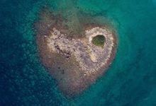 Isola a forma di cuore nel Salento: la scoperta del video-maker Roberto Leone