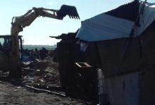 Rignano – Incendio nel Gran Ghetto, ruspe al lavoro. Le foto scattate da Batmagazine