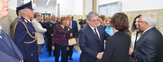 """Bari – Intitolata la """"Sala Situazioni"""" della Questura al Dirigente della Polizia Fulvio Schinzari"""