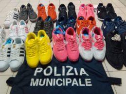 Trani – Operazione anti contraffazione nell'area mercatale: sequestrati 100 paia di scarpe