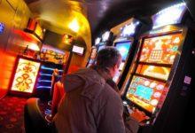 Barletta – Perde 900 euro alla slot-machine e rapina barista: in manette noto pregiudicato