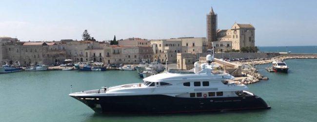 """Trani, la Montecarlo del sud: ormeggiato nel porto il Motor Yacht """"Lighea"""""""
