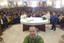 """Andria – Selfie in parrocchia, don Peppino: """"Si è frainteso il vero messaggio sociale"""""""