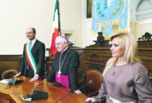 Andria – Scambio di auguri natalizi a Palazzo di Città: presente anche il Vescovo Mons. Luigi Mansi. VIDEO