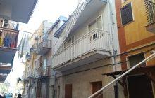 MARGHERITA – Cede ringhiera del balcone, 70enne precipita dal 2° piano di una palazzina