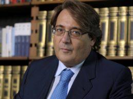 """Andria – """"Il Cigno nero e il Cavaliere bianco"""": Roberto Napoletano presenta il suo libro"""