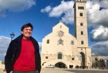 Trani – Gianni Morandi: la foto in piazza Cattedrale dove cantò con Lucio Dalla