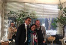 Trani – Noa e Gigi D'Alessio a pranzo sul porto