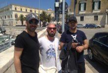 Trani meta di VIP: il selfie con Pio e Amedeo sul porto