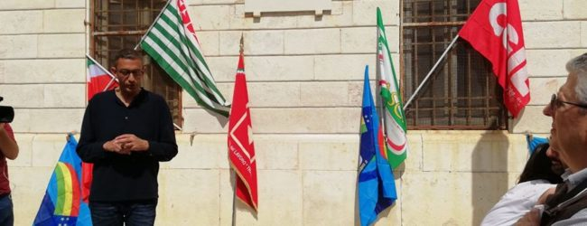 Trani -Sindaco inaugura nuova targa in ricordo dei Caduti sul lavoro
