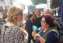 Bisceglie – Tonia Spina incontra i cittadini al mercato settimanale in zona Seminario