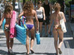 Margherita di Savoia – Multe di 500 euro per chi passeggia in città con il costume da bagno