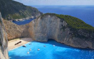 Vacanze 2018: Puglia preferita in Italia. Grecia la più gettonata. E per chi si sposa?