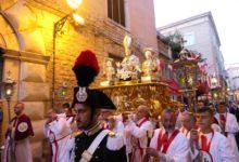 Bisceglie – In processione i tre santi patroni: Mauro vescovo, Sergio e Pantaleone. VIDEO