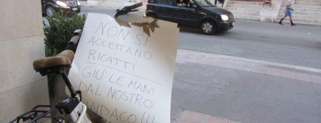 Barletta – Manifestazione pro Cannito, il sindaco non si dimette. Foto e Videointervista