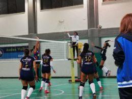 Audax Volley, primo stop casalingo: le ragazze andriesi si arrendono al tie-break contro l'Asem Bari (2-3). Bene le Under 16. FOTO