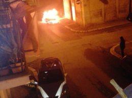 Trani – Via Umberto, auto in fiamme nella notte. FOTO e VIDEO