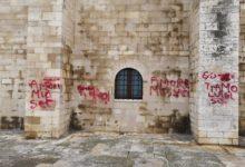 Trani – Il San Valentino degli idioti: deturpano con bombolette spray le pareti della Cattedrale