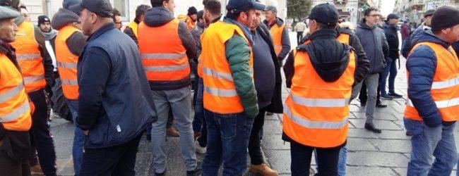 Andria – Gilet arancioni protestano in Piazza Catuma