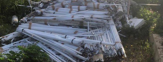 Andria – Terreno invaso da centinaia di tubi fluorescenti in C.da Monachelle