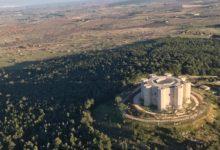 Sorvolare il Castel del Monte in mongolfiera: le straordinarie immagini del maniero visto dall'alto