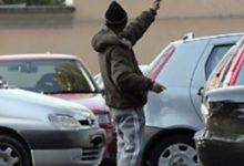 Barletta – Minaccia donna con una bottiglia, arrestato parcheggiatore abusivo