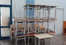 Trani – Scuole, consegnati banchi e sedie nuovi
