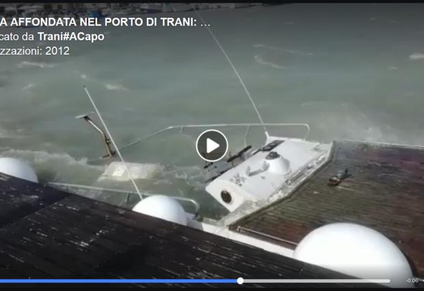 Trani – Barca affonda nel porto, Trani#ACapo: la beffa oltre il danno. VIDEO