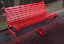 Barletta –  Una panchina rossa nei giardini del Castello per ricordare le vittime di femminicidio
