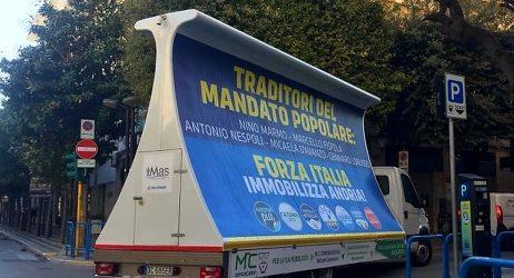 Andria – Cade l'Amministrazione Giorgino: in città cartelloni con i nomi dei traditori. FOTO