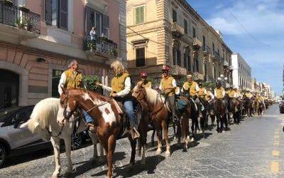 Trani – A spasso per la città duecento cavalli. VIDEO e FOTO