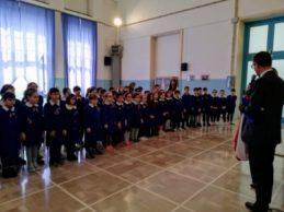 Trani – Tricolore nelle scuole: il sindaco consegna le bandiere. VIDEO e FOTO