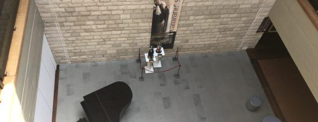Trani – Da oggi un pianoforte nella corte del Polo Museale