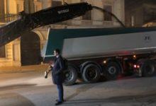 Trani – Il sindaco ha dato il via ai lavori di bitumazione delle strade. VIDEO
