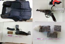 Trani – Droga e armi pesanti in casa. Arrestati padre e figlio.