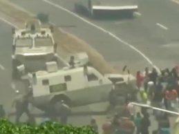 """Venezuela – Scontro USA- Russia: Guaidó tenta un """"golpe"""", Maduro scatena violenza contro la folla protestante"""