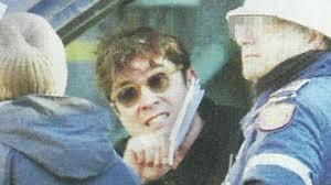 Riccardo Scamarcio coinvolto in un piccolo incidente: litigio e arrivo della polizia. FOTO