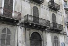 Barletta – Una catena umana per Palazzo Tresca