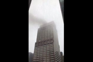 New York – Elicottero si schianta contro un grattacielo