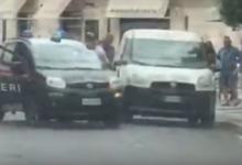 Andria – Tenta di rubare all'interno di un furgone, ma non si accorge della presenza dei Carabinieri. La diretta dell'arresto