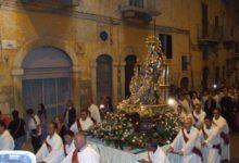 Andria si stringe attorno alla Madonna dei Miracoli. In migliaia alla tradizionale processione notturna. FOTO e VIDEO
