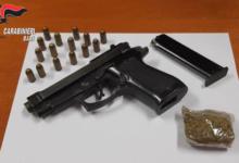 Trani – Minaccia con una pistola tre minorenni per strada per aver innescato un petardo. Arrestato 54enne.