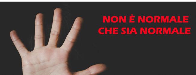 """Barletta – """"Non è normale che sia normale"""" flash mob contro la violenza sulle donne"""