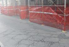 Andria – Perché quell'impalcatura senza passaggio pedonale? In via Jannuzzi il rischio è dietro l'angolo. FOTO